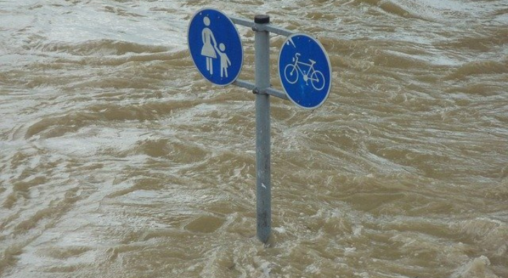 high water with pedestrian sign show flooded