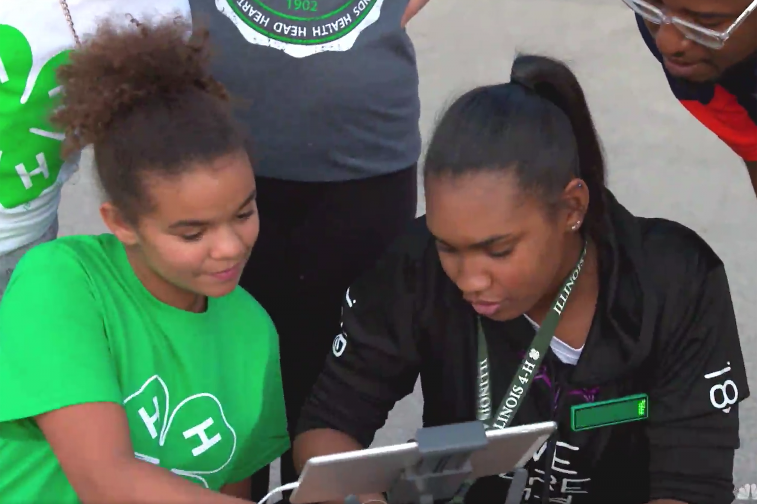 Illinois 4-H member mentors younger student