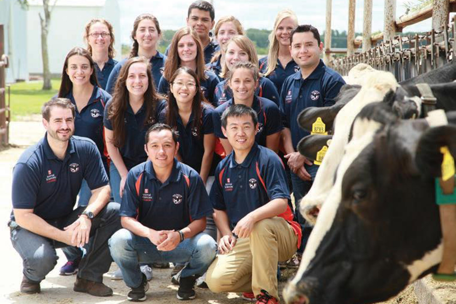 ACES students on field trip to dairy farm